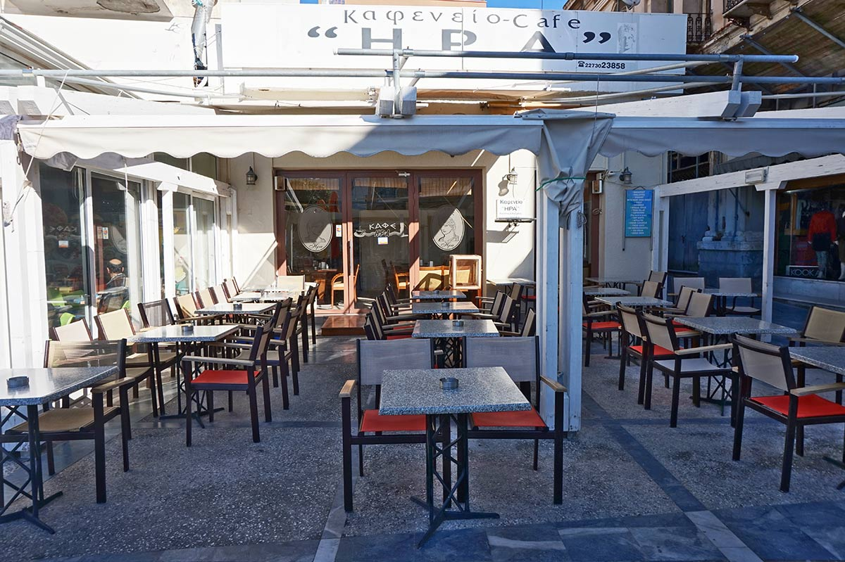 "Coffee-House ""Hera"": Traditional Greek coffee, ouzo with appetizers, and a friendly atmosphere"