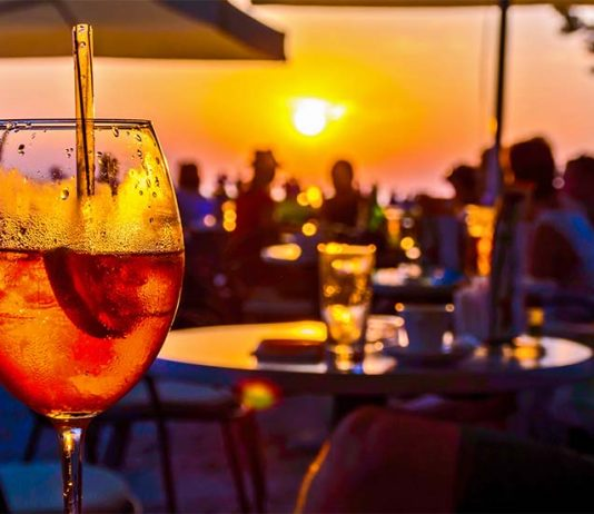 Mezza Volta : Music and drinks between the sky and the sea!